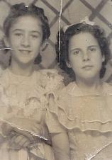 Pilar Molins (dreta), 1945