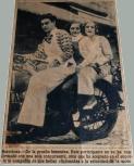 """Itinerari """"Dones i esport"""". Glòria Lorenzo, al centre de la imatge. Prova femenina de motociclisme, 1931"""